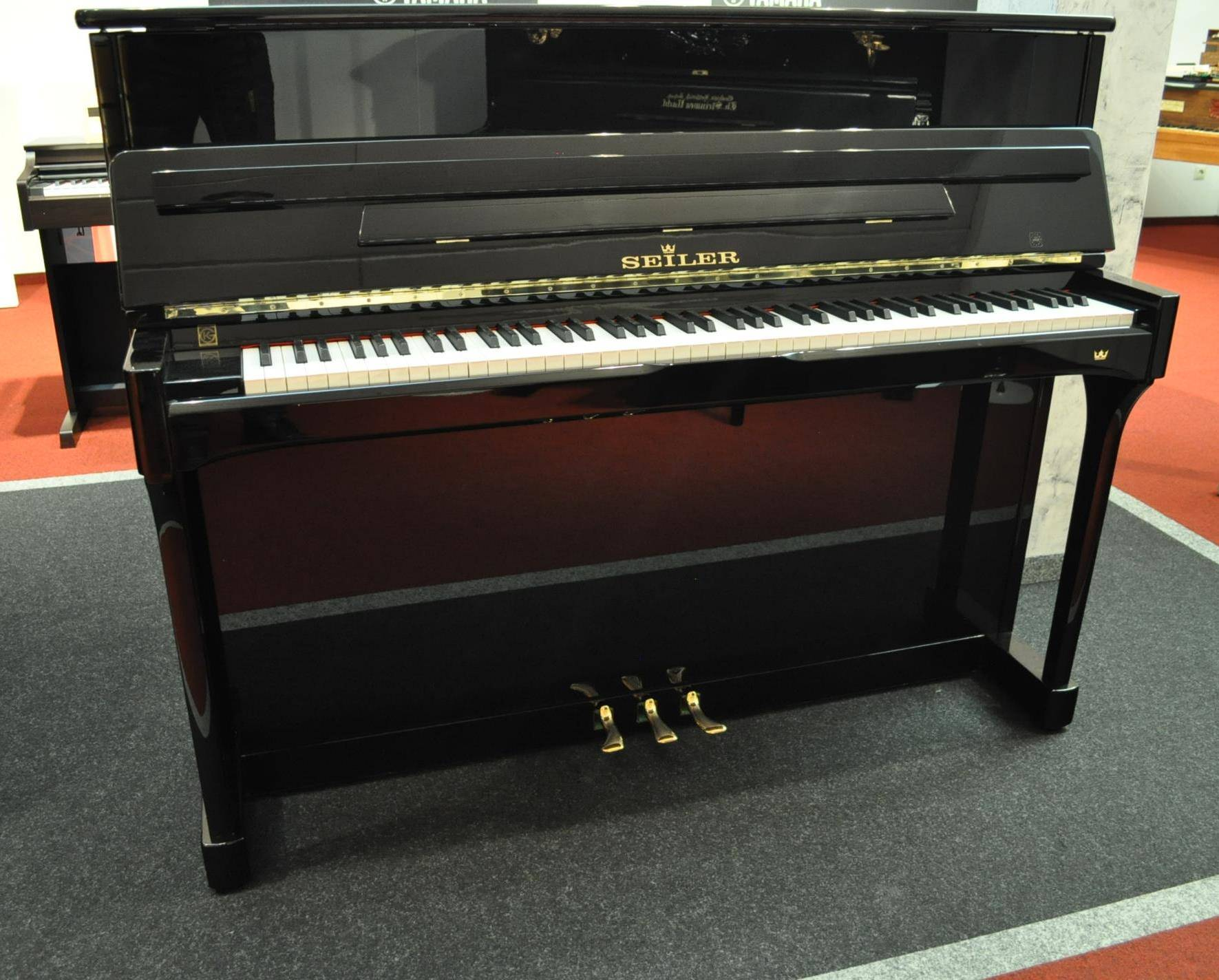 SEILER-Klavier Gebraucht<br/>schwarz poliert<br/>€ 6 200,-