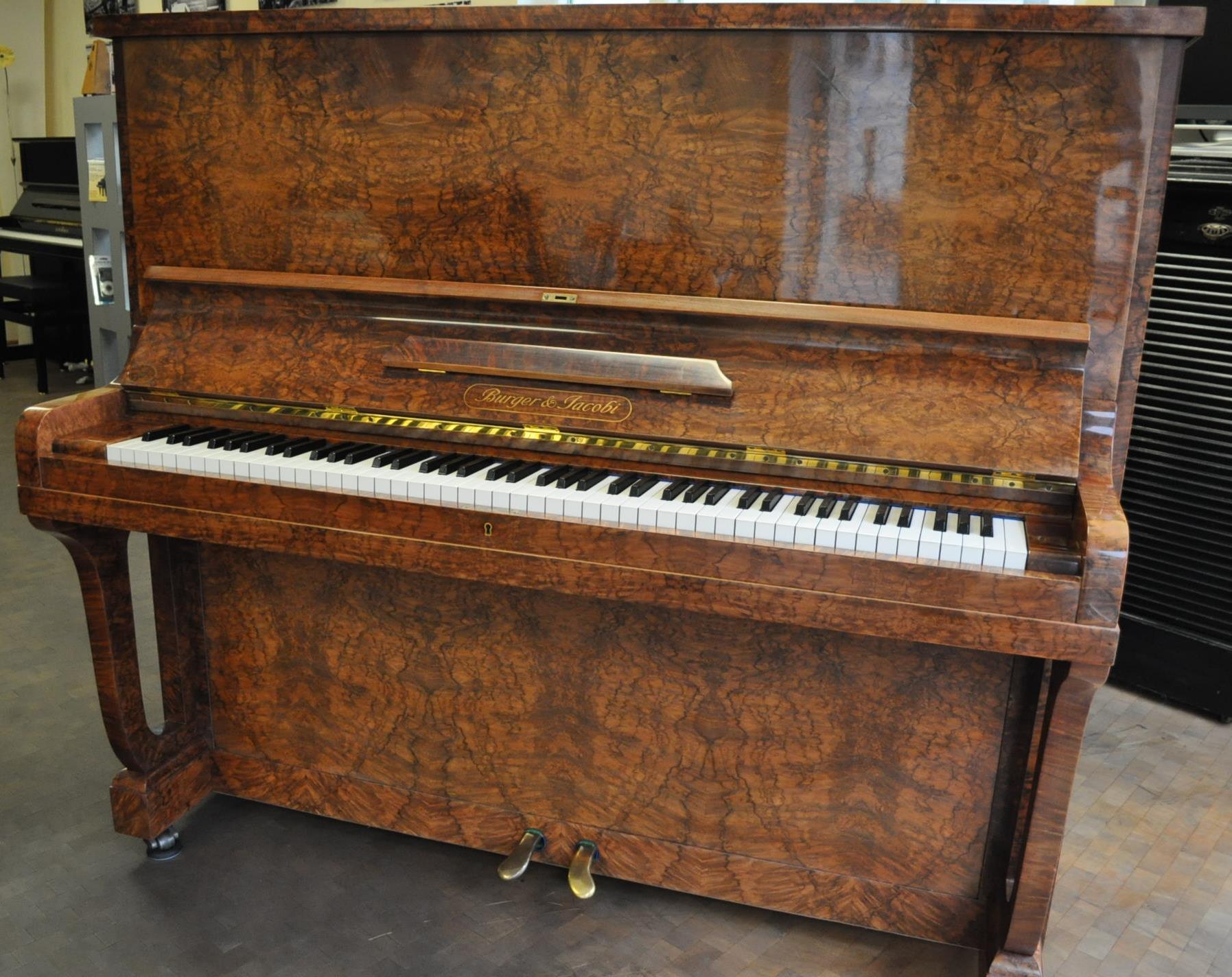 BURGER&#038;JACOBI-Klavier<br/>Gebraucht<br/>Nussbaum Wurzelholz<br/>€ 13 500,-