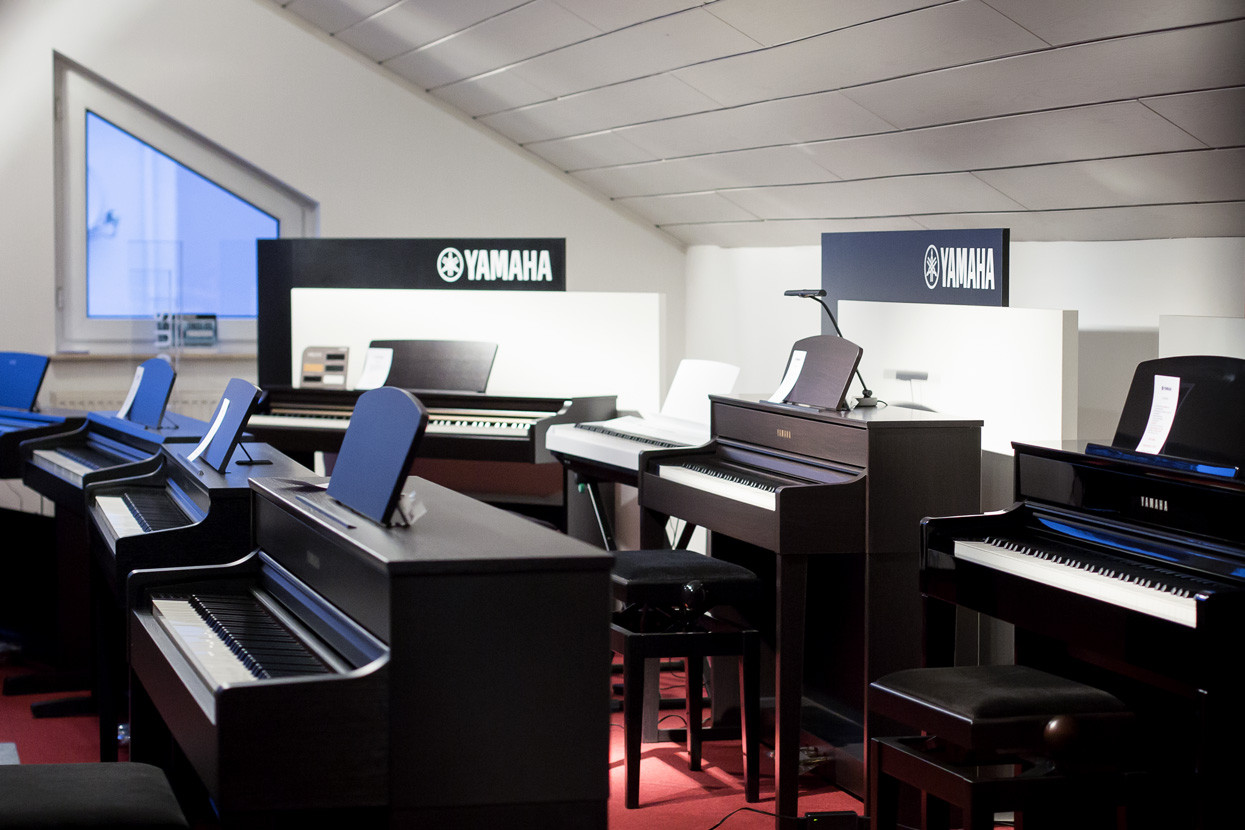 klaviere in koblenz kaufen klavierhaus piano fl ck. Black Bedroom Furniture Sets. Home Design Ideas