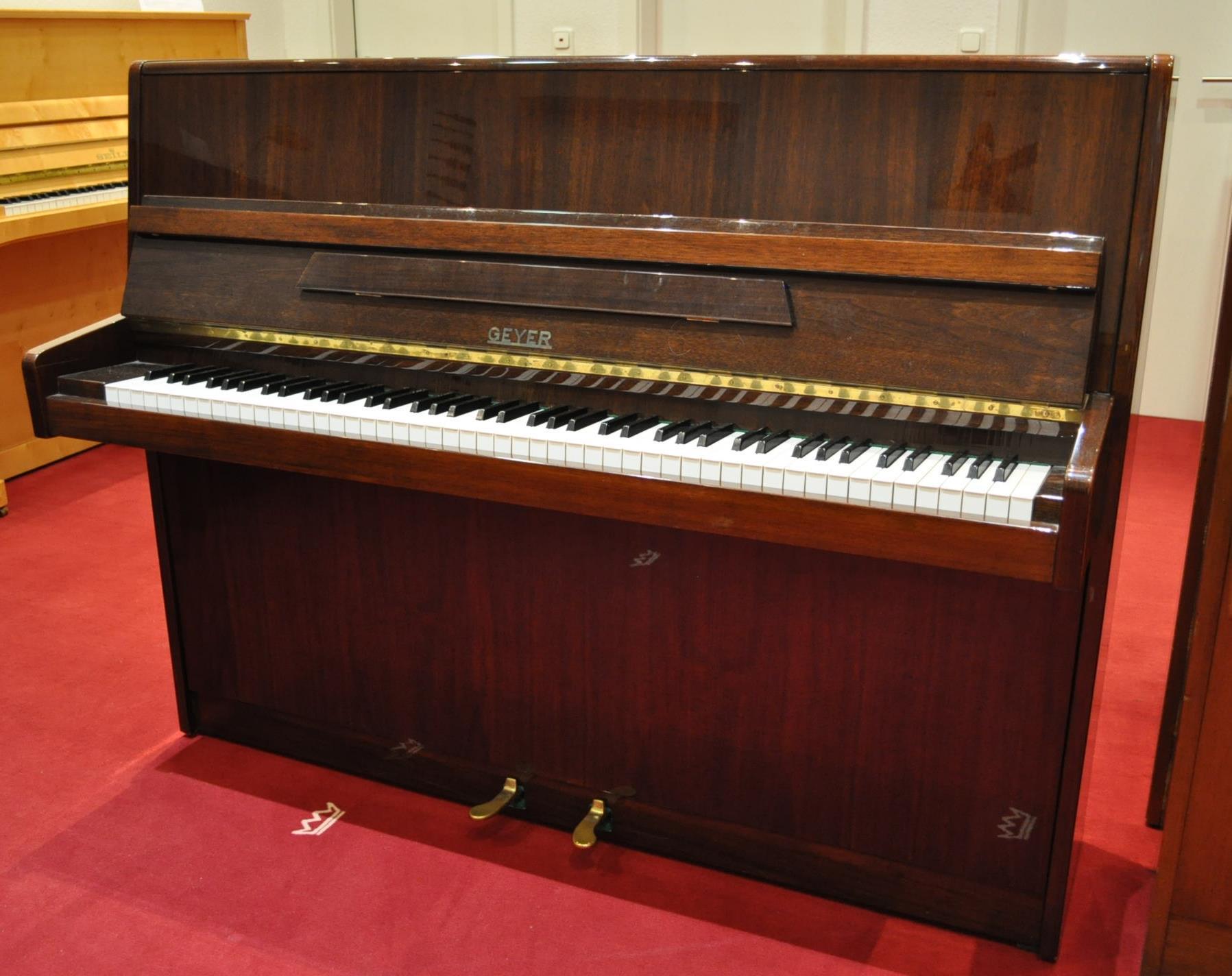GEYER-Klavier<br/>Gebraucht<br/>Nussbaum poliert<br/>€ 2 890,-.