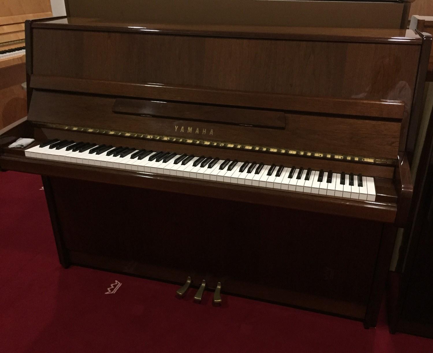 YAMAHA-Klavier<br/>Gebraucht<br/>P 116  Nussbaum poliert<br/>€ 4 490,-.