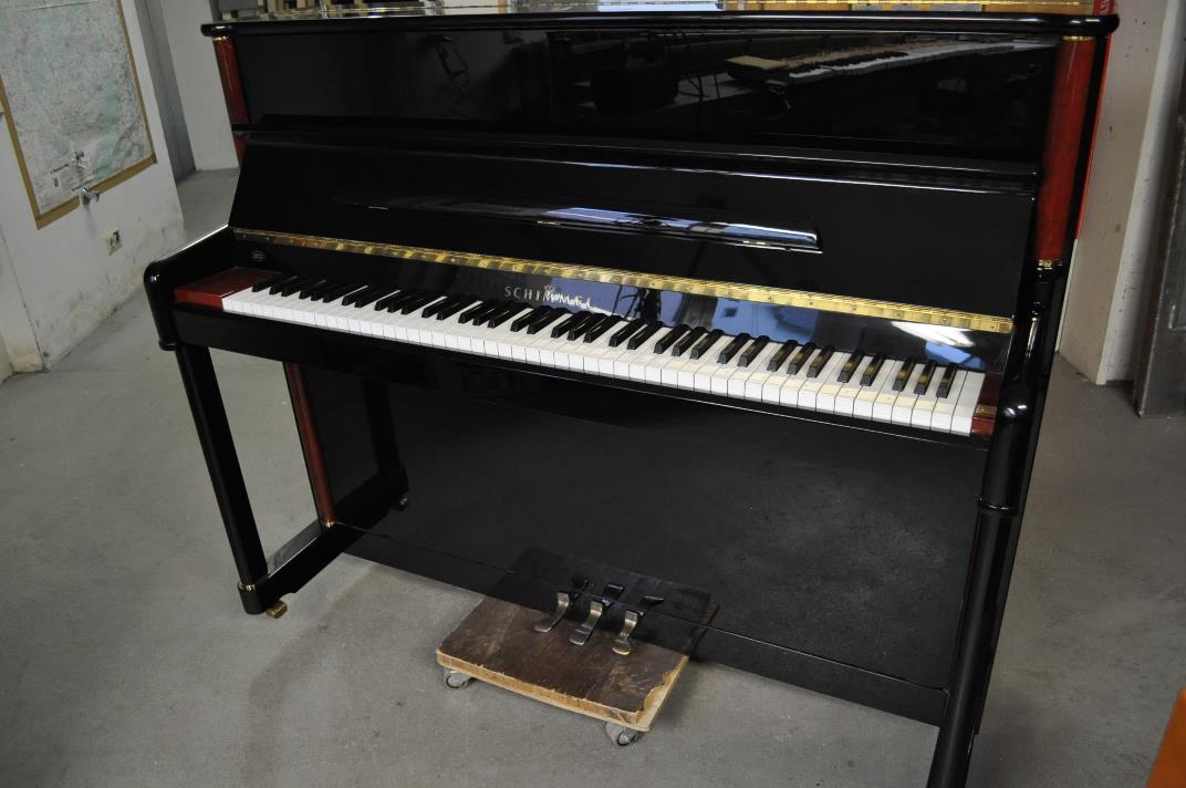 Schimmel-Klavier<br/>Modell 120 International<br/>Schwarz poliert<br/>Gebraucht | € 7 500,-<br/>