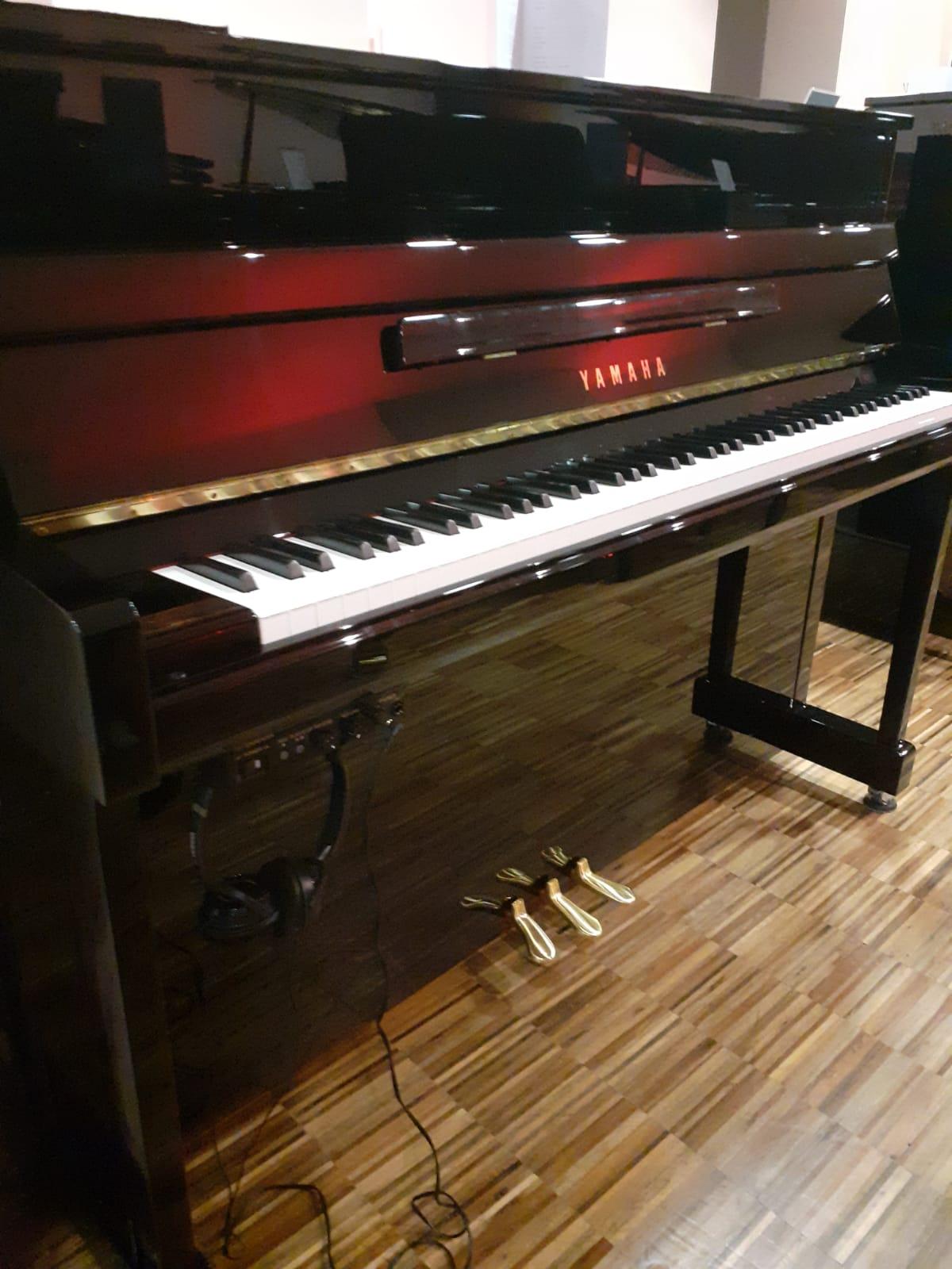 Yamaha Klavier B3<br/>SC2 Silent Schwarz poliert<br/>Gebraucht   € 6 462,-