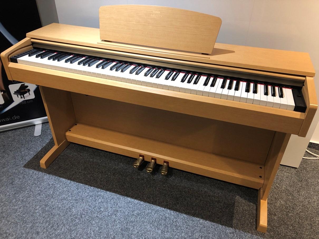 Yamaha Digital Piano<br/>Modell YDP 161 Kirschbaum<br/>Gebraucht<br/>€ 590,-.